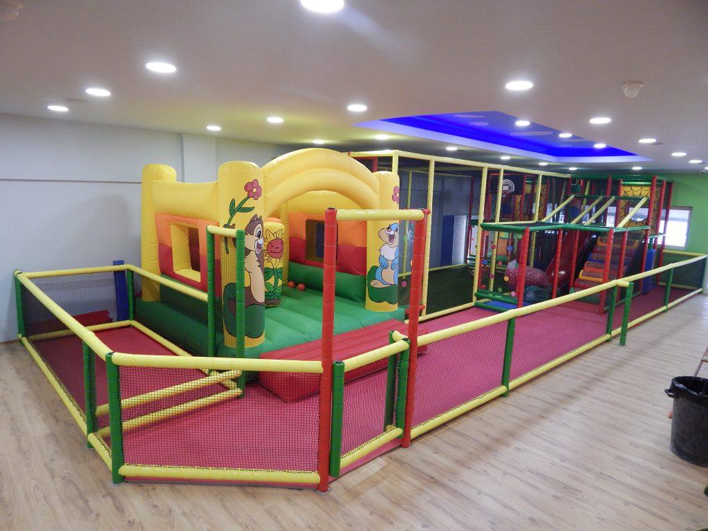 Παιχνιδοκατασκευή με φουσκωτό baby park